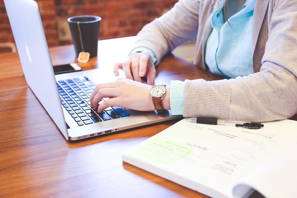 Aprenda a ser um empreendedor de graça na internet