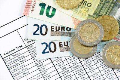 notas e moedas de euro