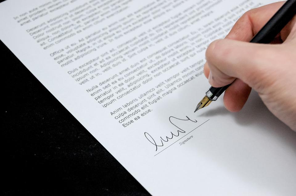 Documento com assinatura para ilustrar o texto sobre inventário