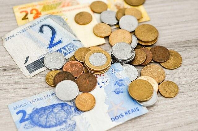 É possível investir pouco dinheiro e ter retorno?