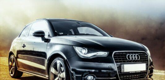 imagem de um carro preto
