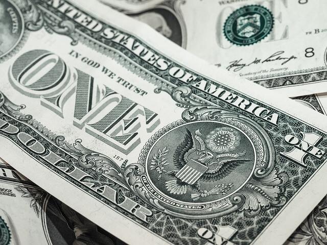BC aumenta oferta de swap cambial e dólar fecha em queda