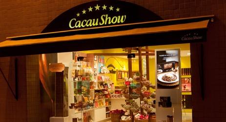 imagem de uma fachada da franquia da cacau show