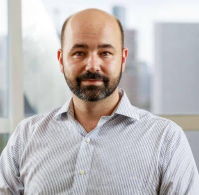 Luiz Calado, economista-chefe do Mercado Bitcoin, ensina como investir na criptomoeda