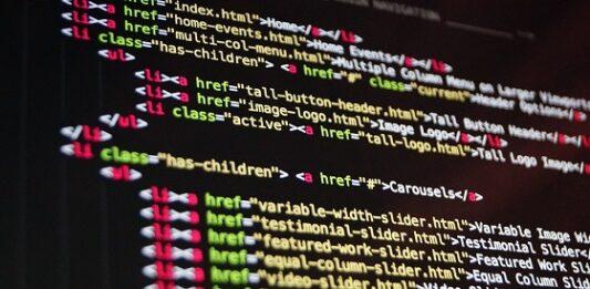 imagem de códigos na tela para proteção de dados pessoais