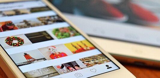 tela do celular com fotos