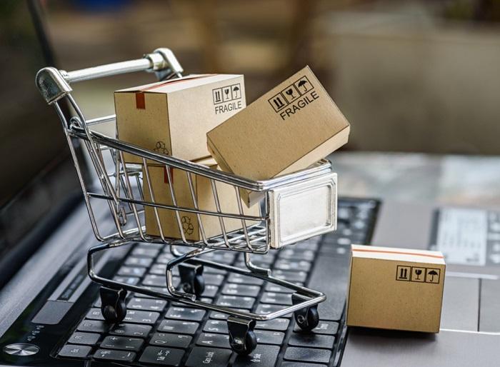 computador com carrinho de compras cheio