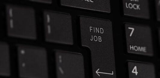 Tecla de um teclado escrito 'find job'