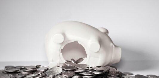 dinheiro da poupança no cofre