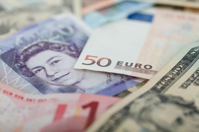 Notas de euro, dólar e libra