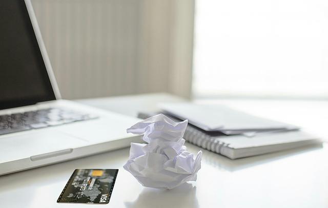 Quais são as taxas cobradas no cartão de crédito?
