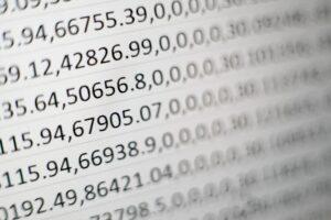 Imagem que contém vários números para ilustrar o texto sobre termos do mercado financeiro