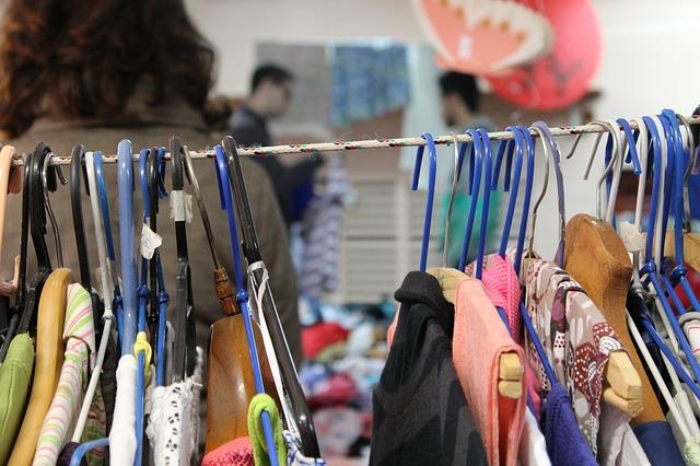 Adeus, consumismo: dicas para fazer compras em brechó
