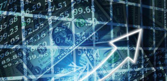 Montagem de números, notas de dólares e gráficos