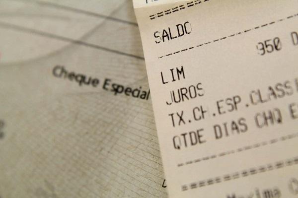 cheque especial com nota fiscal ao lado