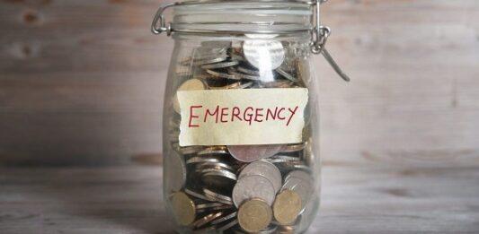 Pote com moedas para reserva de emergência