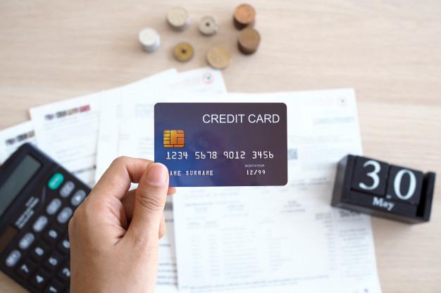 Estourar o limite do cartão de crédito