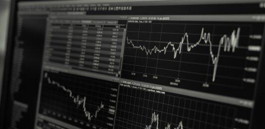 Tela com gráficos de investimentos