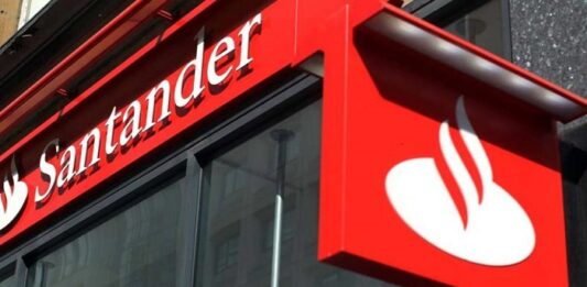 Fachada de uma unidade do Santander