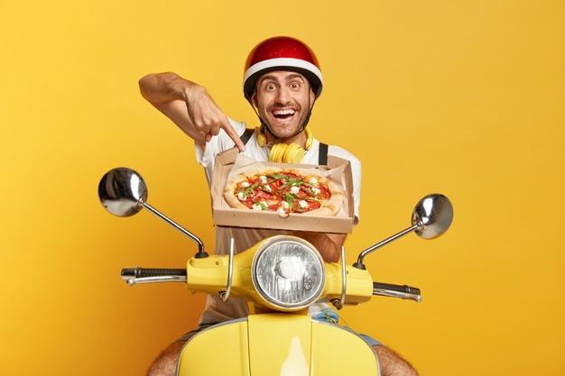 entregador de pizza delivery