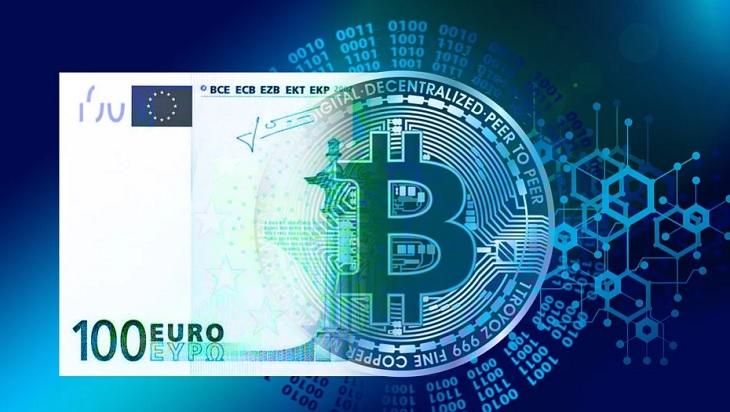 Montagem unindo 100 euros e uma moeda bitcoin