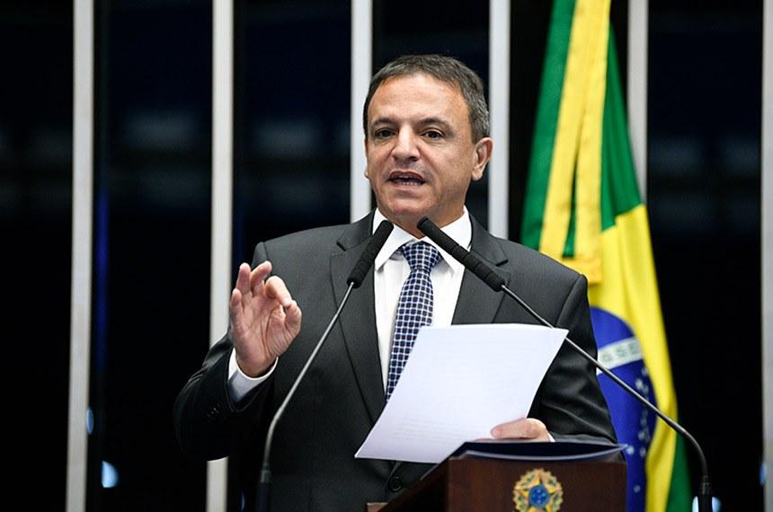 Foto do senador Márcio Bittar no Palácio do Planalto para ilustrar o texto sobre Renda Cidadã