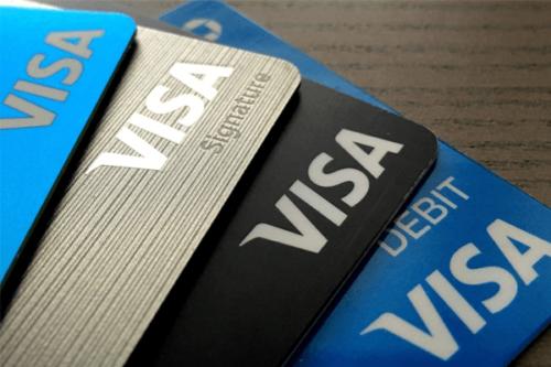 quatro Cartões de crédito sobre a mesa