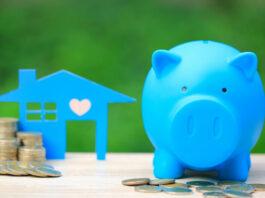cofre e moedas com casa no fundo como investimento
