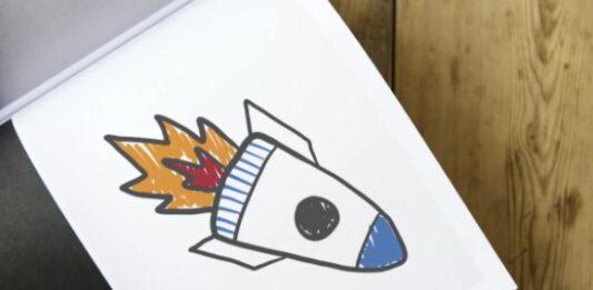 Desenho de um foguete em uma folha de papel