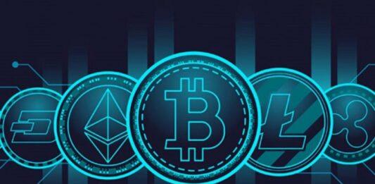 Símbolos das criptomoedas em uma montagem