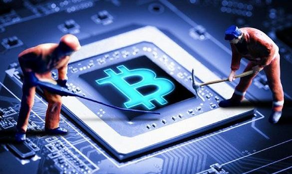 Dois bonecos de operários mexendo em uma placa de chip para minerar Bitcoin