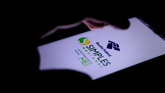 celular com a tela do simples nacional