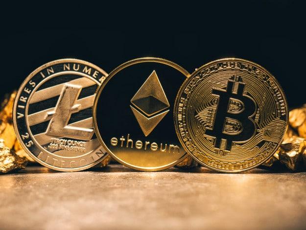 Três criptomoedas - Litecoin, Ethereum e Bitcoin