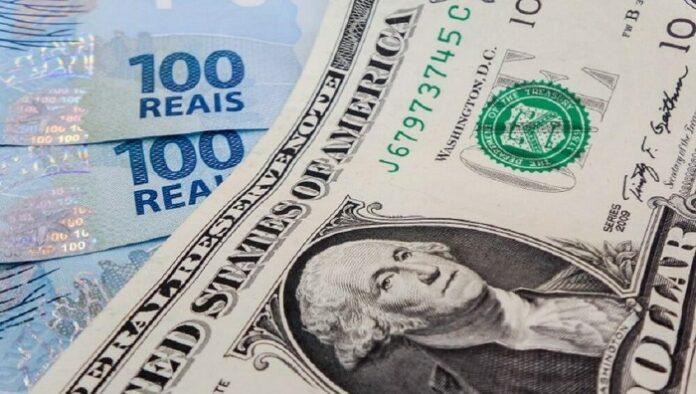 nota de dólar e real