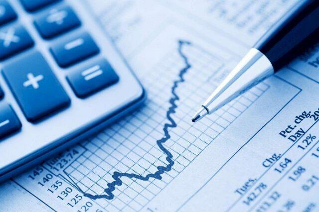 Calculadora em cima de gráficos da taxa Selic