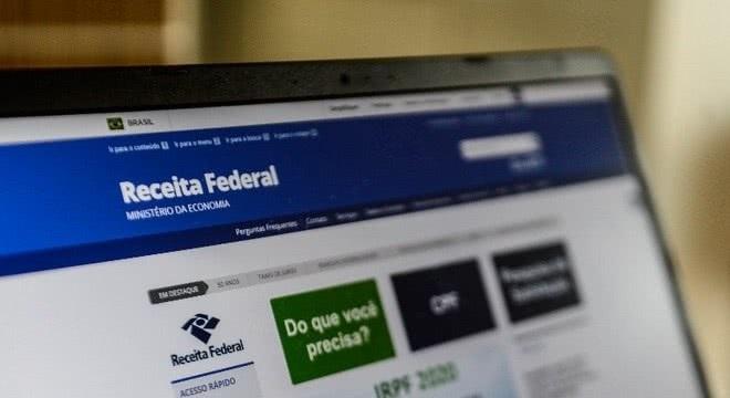 computador site Receita Federal para descobrir se caiu na malha fina