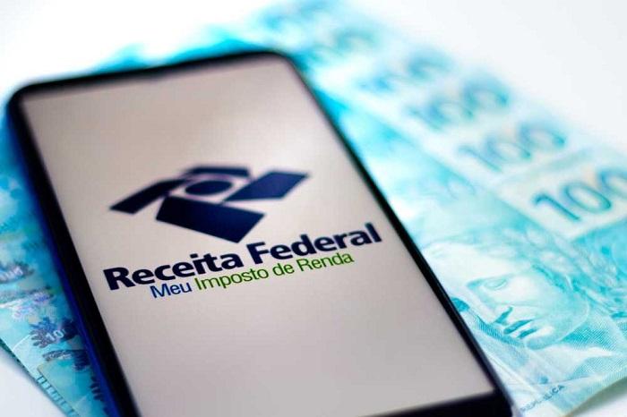 celular com app da receita federal