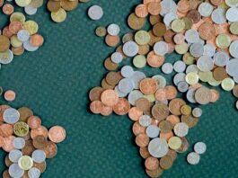 Mapa mundi feito de moedas