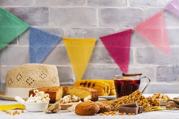 imagem de uma mesa de festa junina