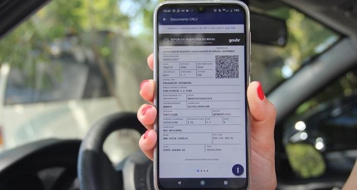 tela de um celular com o emplacamento digital