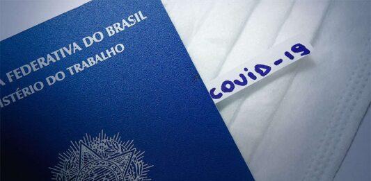 carteira de trabalho com um papel ao lado escrito Covid-19