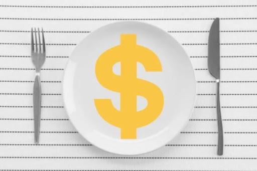 prato de porcelana com um cifrão desenhado no meio