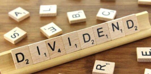 peças de madeira que escrevem dividendos em inglês
