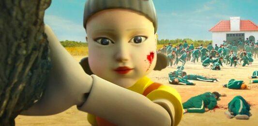 Imagem mostra a boneca da série Round 6 no jogo da batatinha frita